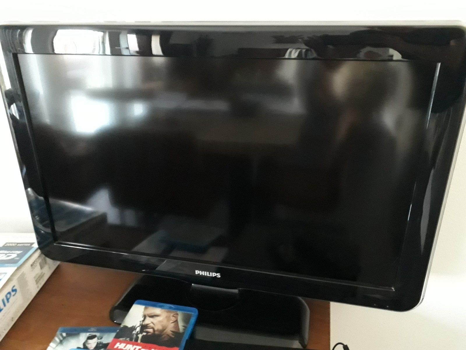 philips lcd fernseher 32 zoll und blu ray dvd 3d player. Black Bedroom Furniture Sets. Home Design Ideas