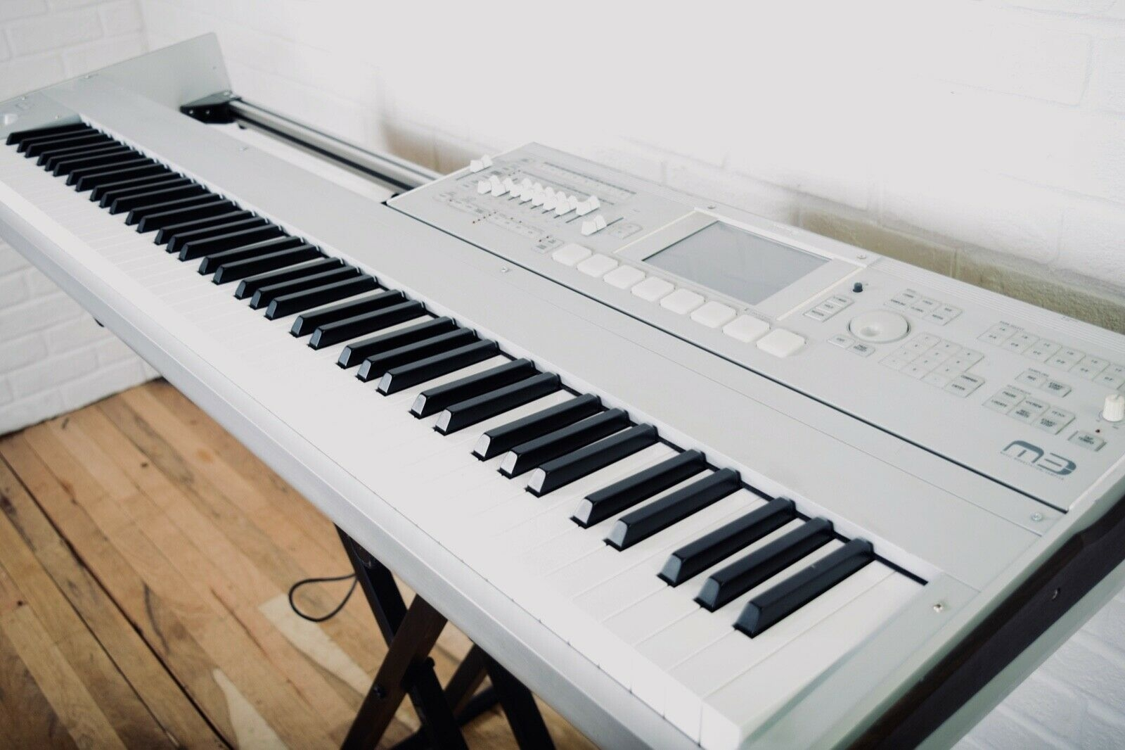 Korg Oasys 88 key piano keyboard with accessories - New